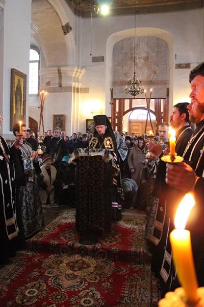 В среду вечером богослужение в соборе возглавил Вениамин, еп. Борисовский