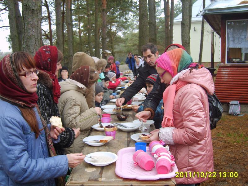 Затем нас угостили вкусной монастырской кашей с хлебом и чаем